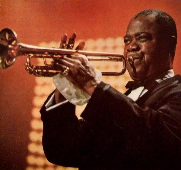 Luis Armstrong famoso trompetista de Jazz